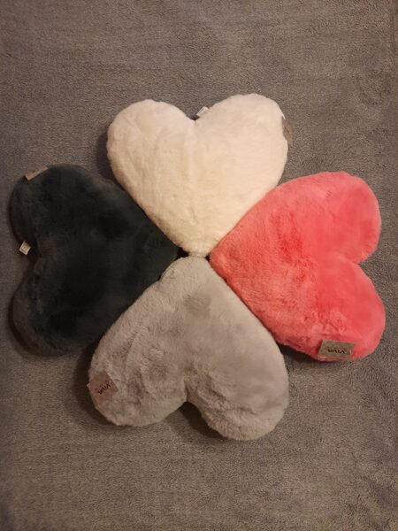 Sirds formas dekoratīvais spilvens, 40x30 4 krāsas